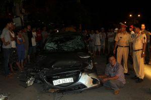 Tai nạn liên hoàn trong đêm, ô tô lùa hàng loạt xe máy