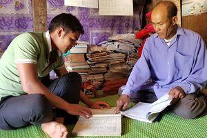 Già làng dạy chữ Chu Ru