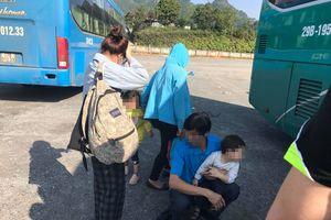 Khách du lịch Sapa xin đi nhờ về Hà Nội vì tour bỏ rơi