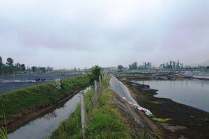 Dân phản đối cây xăng dầu cạnh hồ nuôi tôm