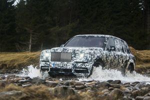 Rolls-Royce Cullinan sắp ra mắt, cạnh tranh với Bentley Bentayga