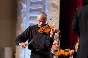 Hòa nhạc cùng nghệ sĩ violin nổi tiếng gốc Việt Stephane Trần Ngọc