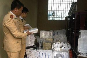 Bắt giữ vụ vận chuyển hơn 10 nghìn bao thuốc lá lậu