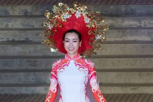 Hoa hậu Mỹ Linh nổi bật đêm trình diễn áo dài tại Festival Huế