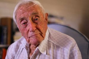 Bác sĩ phản đối ước nguyện được chết của nhà khoa học 104 tuổi