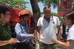 Khen thưởng 2 du khách nước ngoài cứu trẻ em trong đám cháy