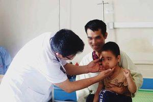 Trẻ 5 tuổi suy thượng thận vì tiêm Corticoid ở phòng khám tư