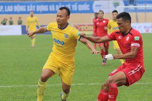 Đá thô bạo với sao U23 Việt Nam, học trò HLV Miura bị phạt nguội