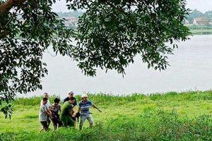 Công an phường kịp thời cứu một người phụ nữ nhảy sông Hương tự tử
