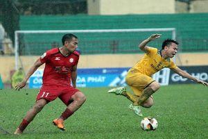 Đá thô bạo với sao U23, học trò HLV Miura nhận án phạt