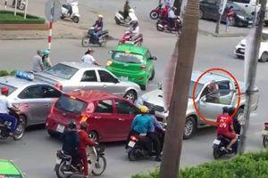 Tài xế gây tai nạn khai đi đường ngược chiều để... chặn xe vợ
