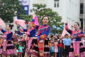 Du lịch miền Trung tăng tốc trong mùa lễ hội