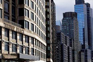 New York cho phép cư dân sống tại một chung cư ở quận Manhattan gỡ bỏ biển tên Trump