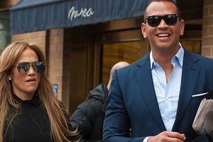 'Cô đào' Jennifer Lopez 'úp mở' chuyện lên xe hoa lần thứ tư