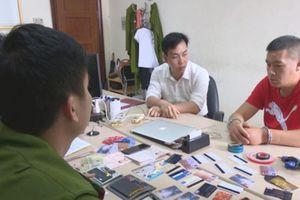 Quảng Ninh: Bắt đối tượng người Trung Quốc dùng thẻ ATM giả rút tiền