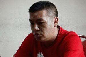 Bắt quả tang 1 người Trung Quốc đang dùng thẻ ATM giả rút tiền