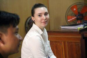 Hotgirl người Nga cười tươi vì thoát án tử hình