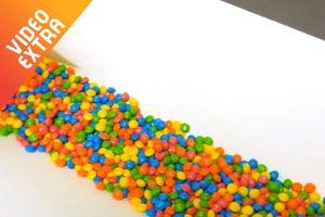Tận mắt ngắm quy trình sản xuất đẹp như 'cầu vồng' của kẹo Skittles