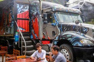 Độc đáo quán cà phê xe đầu kéo container ở Sài Gòn