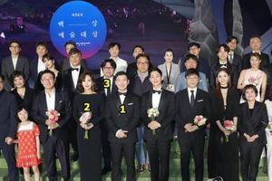 Mỹ nam mới nổi Jung Hae In bị chỉ trích vì 'bon chen' đứng giữa, tranh chỗ các tiền bối