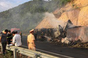 2 xe đầu kéo tông nhau bốc cháy, 2 người thiệt mạng