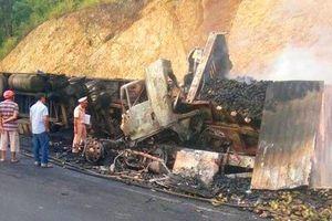 Sau va chạm, 2 xe đầu kéo bốc cháy dữ dội, 3 người tử vong