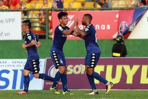 Thiago đốt lưới nhà, ĐKVĐ Quảng Nam thua thảm trên sân Gò Đậu