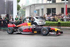 Chiếc xe đua F1 đầu tiên lăn bánh tại Việt Nam có gì đặc biệt?