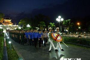 Lung linh ánh nến tri ân các anh hùng liệt sỹ tại Điện Biên