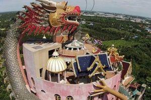 Chiêm ngưỡng ngôi đền rồng uốn lượn độc đáo ở Thái Lan