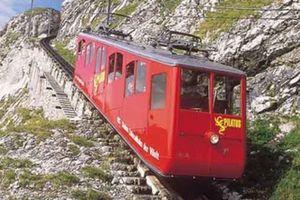 Tuyến đường sắt lên dốc dựng đứng khiến hành khách thót tim