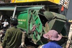 Xe chở rác mất lái tông vào nhà dân, 3 người bị thương