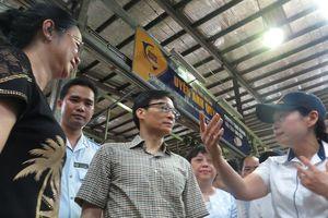 Phó Thủ tướng thị sát chợ đầu mối lớn nhất TPHCM lúc rạng sáng