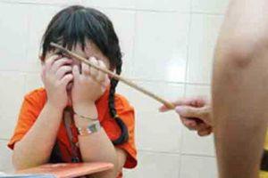 Kỷ luật cô giáo đánh học sinh lớp 1 bầm tím, phát hiện cơ sở sản xuất mỹ phẩm trong nhà vệ sinh