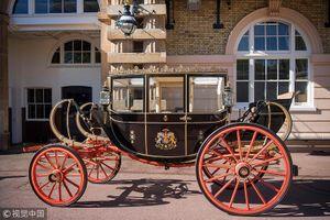 Cỗ xe 'già' rước dâu trong đám cưới Hoàng tử trẻ tuổi nước Anh