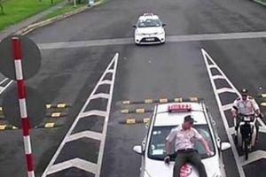 Hà Nội: Bắt khẩn cấp tài xế taxi tông nhân viên an ninh sân bay Nội Bài