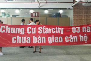 Nhận nhà 3 năm không được 'chính chủ', cư dân StarCity xuống đường tố chủ đầu tư