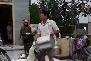 Vinamilk lên tiếng về clip nông dân đổ sữa