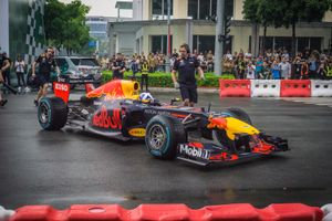 Màn trình diễn xe đua F1 độc đáo ngay tại Việt Nam