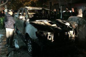 Cháy xe Ford Ranger, chủ xe dài cổ chờ kết luận