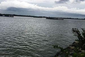 Ra bờ sông rửa tay, 2 nữ sinh đuối nước tử vong