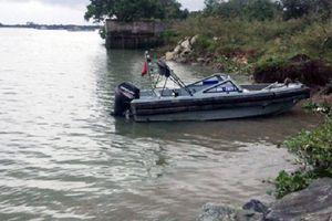 Trượt chân khi ra bờ sông rửa tay, 2 nữ sinh cấp hai chết đuối thương tâm
