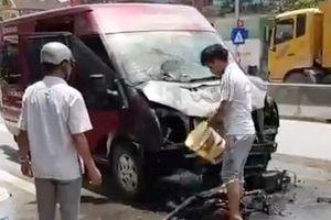 Xe khách va chạm với xe máy rồi bốc cháy, 2 vợ chồng tử vong