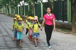 Hà Nội cấm xe cơ giới dừng, đỗ trong trường vì bất kỳ lý do gì