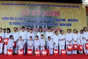 Quận Hoàn Kiếm (Hà Nội): Tặng quà cho 30 bệnh nhân mắc bệnh Tan máu bẩm sinh