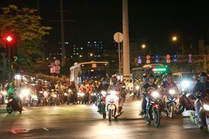 Người dân sao cứ 'vô tư' vượt đèn đỏ trên đại lộ đẹp nhất TP.HCM