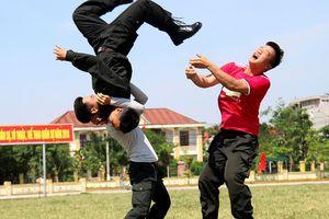 Những đòn đánh hiểm, điêu luyện của cảnh sát cơ động