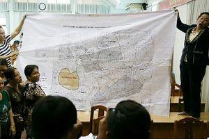 Người dân đưa bản đồ chứng minh nằm ngoài khu quy hoạch Thủ Thiêm vẫn bị cưỡng chế
