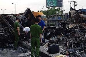 2 xe container đâm nhau phát nổ, 2 người tử vong