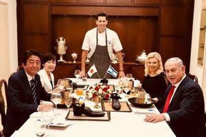 Thủ tướng Israel thiết đãi người đồng cấp Nhật Bản món ăn đặt trong... giày